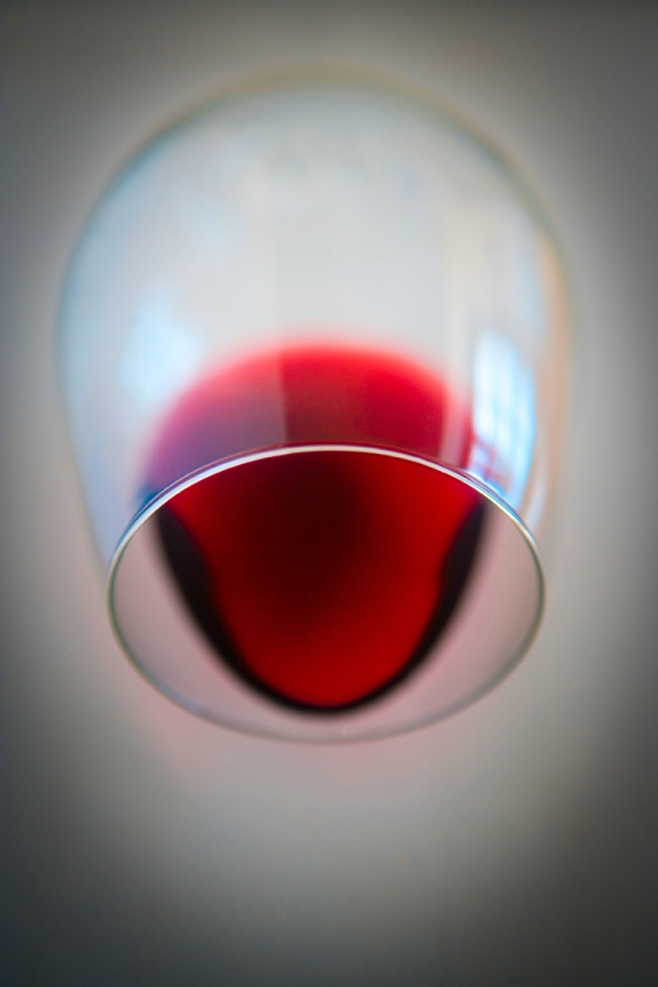 red_wine_balloon_stem_retouch_9282