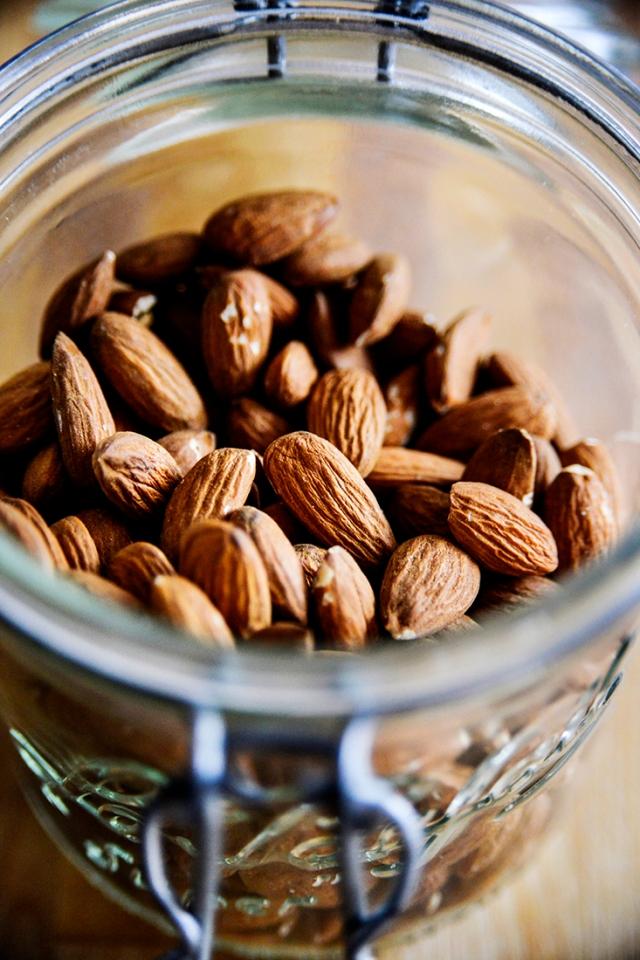 almonds_jar_blend