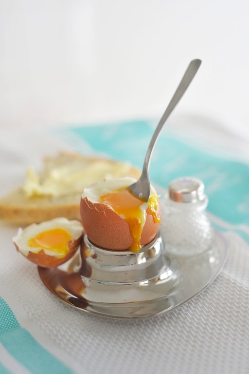 egg_boiled_metal_cup2_0003